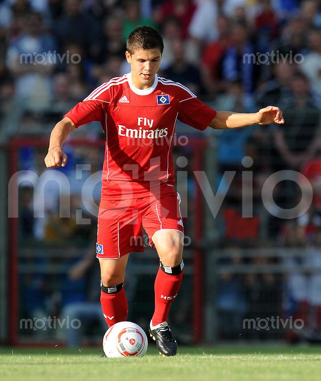 FUSSBALL     1. BUNDESLIGA     SAISON 2010/2011     TESTSPIEL Hamburger SV - Juventus Turin           18.07.2010  Muhamed BESIC (Hamburger SV) Einzelaktion am Bal