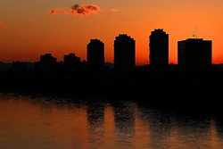 11.04.2016, Zagreb, CRO, Sonnenuntergang an der Sava, im Bild Sonnenuntergang am Fluss Sava // Sunset on river Sava in Zagreb, Croatia on 2016/04/11. EXPA Pictures © 2016, PhotoCredit: EXPA/ Pixsell/ Borna Filic<br /> <br /> *****ATTENTION - for AUT, SLO, SUI, SWE, ITA, FRA only*****