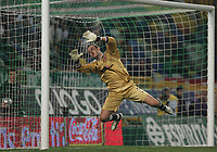 PORTUGAL - LISBOA 17 MARCH 2005: MARK SCHWARZER #1 in the UEFA Cup knockout phase, match Sporting CP (0) vs Middlesbrough FC (0), held in Alvalade 21 stadium.  17/03/2005  22:35:04<br />(PHOTO BY: GERARDO SANTOS/AFCD)<br /><br />PORTUGAL OUT, PARTNER COUNTRY ONLY, ARCHIVE OUT, EDITORIAL USE ONLY, CREDIT LINE IS MANDATORY AFCD-PHOTO AGENCY 2004 © ALL RIGHTS RESERVED