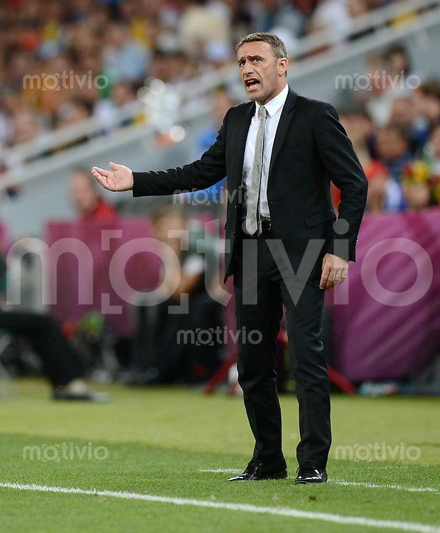FUSSBALL  EUROPAMEISTERSCHAFT 2012   HALBFINALE Portugal - Spanien                  27.06.2012 Trainer Paulo Bento (Portugal) engagiert an der Seitenlinie