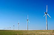 Spanje, Valladolid, 10-5-2010Een aantal windmolens in een veld. Windmills.Foto: Flip Franssen/Hollandse Hoogte