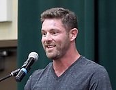 """Noah Galloway Signs Copies Of """"Living With No Excuses The Remarkable Rebirth Of An American Soldier"""""""