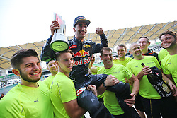 Race winner Daniel Ricciardo (AUS) Red Bull Racing celebrates with the team.<br /> 02.10.2016. Formula 1 World Championship, Rd 16, Malaysian Grand Prix, Sepang, Malaysia, Sunday.<br /> Copyright: Photo4 / XPB Images / action press