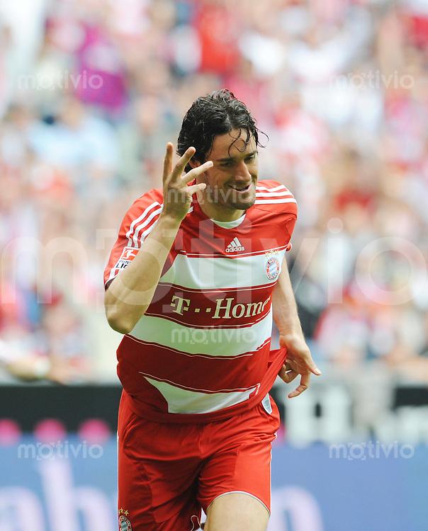 FUSSBALL   1. BUNDESLIGA   SAISON 2007/2008   17.05.08 FC Bayern Muenchen - Hertha BSC Berlin Luca TONI (Bayern Muenchen) jubelt nach seinem Tor zum 1:0.