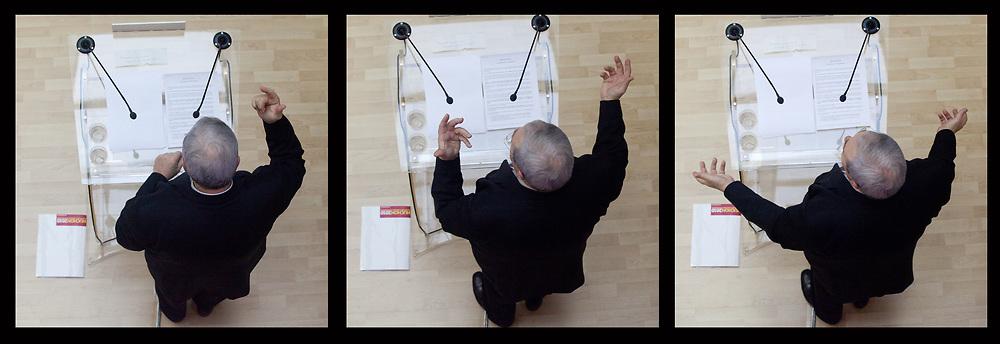 01022010. Paris 15me. Local de campagne. Elections rŽgionales 2010. ConfŽrence de presse de prŽsentation du projet Huchon 2010. HUCHON Jean-Paul.