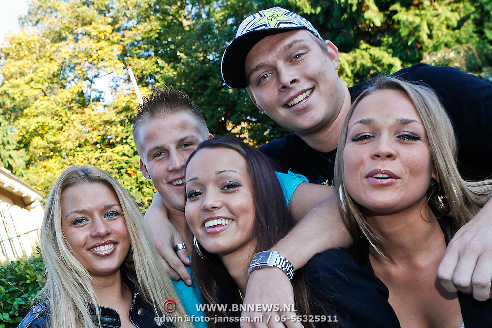NLD/Amsterdam/20101011 - Presentatie nieuwe plaat Oh Oh Cherso crew, Sterretje, Matsoe Matsoe, Elize, Kabouter en Little Princess