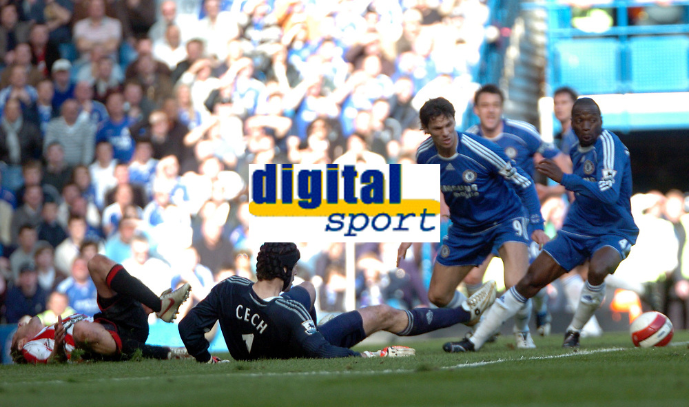 Photo: Tony Oudot.<br />Chelsea v Sheffield United. The Barclays Premiership. 17/03/2007.<br />Rob Hulse of Sheffield United is left with a suspected broken leg after colliding with Petr Cech of Chelsea