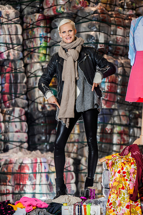 Model Anna Freemantle showing fashion students about upcycling clothes, at the UK's second largest textile recycling facility, Nathan's Wastesavers, in Denny.<br /> © Michael Schofield.