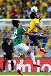 Marcelo domina a bola na partida entre Brasil e México válida pela segunda rodada da Copa das Confederações 2013, no estádio Arena Castelão, em Fortaleza-CE. FOTO: Jefferson Bernardes/Preview.com