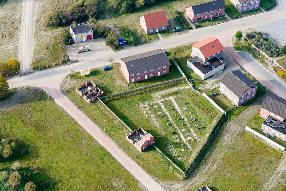 Nederland, Groningen, Marnewaard, 04-11-2018; Marnehuizen, militair oefendorp onderdeel van het militair oefenterrein Marnewaard. Ook gebruikt voor oefeningen door politie, mobiele eenheid (ME) en anti-terreureenheden <br /> Military training village .<br /> <br /> luchtfoto (toeslag op standaard tarieven);<br /> aerial photo (additional fee required);<br /> copyright© foto/photo Siebe Swart