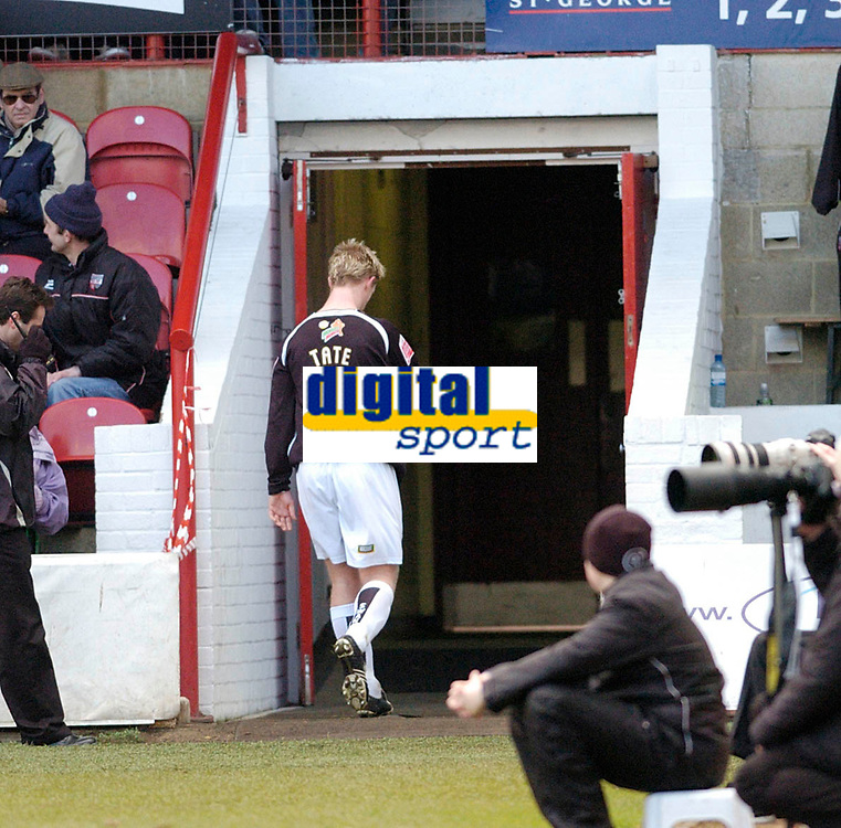 Photo: Leigh Quinnell.<br /> Brentford v Swansea City. Coca Cola League 1.<br /> 26/12/2005. Swanseas Alan Tate walks back down the tunnel after being sent off for a second yellow card.