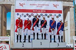 FUCHS Martin (SUI), PHILIPPAERTS Olivier (BEL), TOPS-ALEXANDER Edwina (AUS), DEVOS Pieter (BEL), EHNING Marcus (GER), ZORZI Alberto (ITA)<br /> Berlin - Global Jumping Berlin 2018<br /> Siegerehrung<br /> 2. Wertung für Global Champions League<br /> 28. Juli 2018<br /> © www.sportfotos-lafrentz.de/Stefan Lafrentz