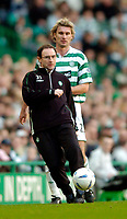 Photo. Jed Wee, Digitalsport<br /> Glasgow Celtic v Dundee United, Scottish Premier League, Celtic Park, Glasgow. 14/02/2004.<br /> Role reversal, as Celtic manager Martin O'Neill shows off his ball skills as Stanislav Varga looks on.
