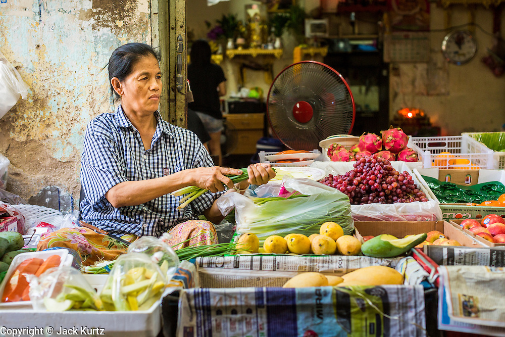 26 APRIL 2013 - BANGKOK, THAILAND:    A fruit and vegetable stand in Talat Noi. The Talat Noi neighborhood in Bangkok started as a blacksmith's quarter. As cars and buses replaced horse and buggy, the blacksmiths became mechanics and now the area is lined with car mechanics' shops. It is one the last neighborhoods in Bangkok that still has some original shophouses and pre World War II architecture. It is also home to a  Teo Chew Chinese emigrant community.      PHOTO BY JACK KURTZ