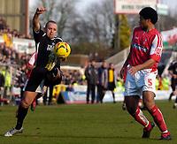 Photo: Alan Crowhurst.<br />Swindon Town v Swansea City. Coca Cola League 1.<br />31/12/2005. <br />Swansea's Lee Trundle (L) on the ball.