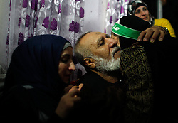 60876253<br /> Released Palestinian prisoner Mahmoud Mohammed Nofal Daajna (C) is welcomed upon his arrival at Shuafat refugee camp in East Jerusalem, Dec. 31, 2013. Israel freed 26 Palestinian prisoners as part of a U.S.-brokered agreement to resume direct peace talks between the two sides, Tuesday, 31st December 2013. Picture by  imago / i-Images<br /> UK ONLY