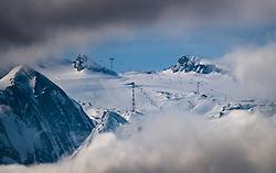 THEMENBILD - Blick auf das Kitzsteinhorn mit Wolken verhüllt und seinen Liftanlagen aufgenommen am 21. Maerz 2017 am Kitzsteinhorn Gletscher, Kaprun Österreich // View of the Kitzsteinhorn Glacier Ski Resort with his Lifts at the Kitzsteinhorn Glacier Ski Resort, Kaprun Austria on 2017/03/21. EXPA Pictures © 2017, PhotoCredit: EXPA/ JFK