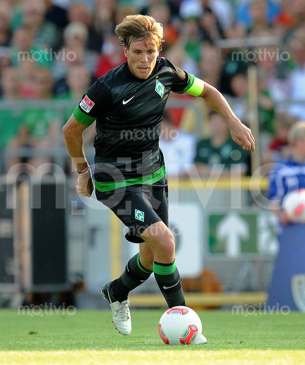 FUSSBALL   1. BUNDESLIGA   SAISON 2012/2013   TESTSPIEL  Werder Bremen - FC Aberdeen         25.07.2012 Clemens Fritz (SV Werder Bremen) Einzelaktion am Ball