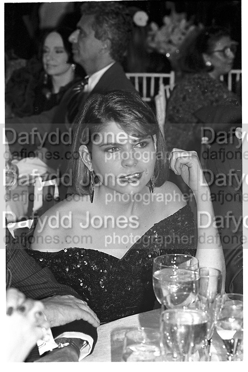IVANA LOWELL, 7TH ON SALE, NY ARMORY. Manhattan, 29 November 1990,<br /> <br /> SUPPLIED FOR ONE-TIME USE ONLY> DO NOT ARCHIVE. © Copyright Photograph by Dafydd Jones 248 Clapham Rd.  London SW90PZ Tel 020 7820 0771 www.dafjones.com