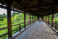 In autumn, people come from all over Japan to see Kyoto autumn colors. One of the most popular views is of the Tsutenkyo Bridge at Tofukuji Temple, which crosses a valley of lmaple trees. The hundred metre covered walkway has become an icon of Kyoto.