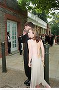 Alex James& Sam Taylor Wood. Serpentine Gala. 20 June 2000. <br />© Copyright Photograph by Dafydd Jones 66 Stockwell Park Rd. London SW9 0DA Tel 020 7733 0108 www.dafjones.com
