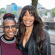 NLD/Amsterdam/20190520 - inloop Best of Broadway, Carolina Dijkhuizen en vriendin