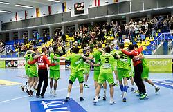 12.11.2016, BSFZ Suedstadt, Maria Enzersdorf, AUT, HLA, SG INSIGNIS Handball WESTWIEN vs Sparkasse Schwaz HANDBALL TIROL, Grunddurchgang, 12. Runde, im Bild die Spieler von WestWien jubeln über den Sieg // during Handball League Austria, 12 th round match between SG INSIGNIS Handball WESTWIEN and Sparkasse Schwaz HANDBALL TIROL at the BSFZ Suedstadt, Maria Enzersdorf, Austria on 2016/11/12, EXPA Pictures © 2016, PhotoCredit: EXPA/ Sebastian Pucher
