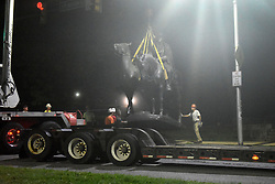 August 15, 2017 - USA - The Jackson-Lee Monument in Wyman Park is removed on Aug. 16, 2017 in Baltimore, Md. (Credit Image: © Denise Sanders/TNS via ZUMA Wire)