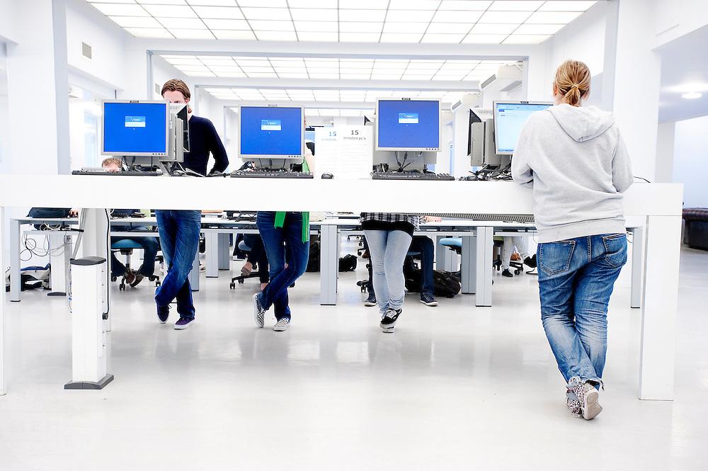 Algemene computerruimte in de universiteitsbibliotheek van de Universiteit van Amsterdam (UvA).<br /> <br /> The main computer room at the library of the Amsterdam University.