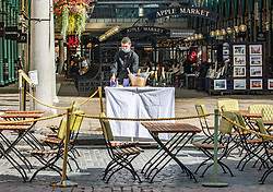 © Licensed to London News Pictures. 24/09/2020. London, UK. Pubs and restaurants in Covent Garden, London prepare for the 10pm curfew which comes into force today. The Prime Minister Boris Johnson in his addressed to the Nation this week revealed further Covid restrictions including early closing of pubs and restaurants by 10pm from Thursday and increased fines for not wearing a face mask as a spike in coronavirus cases continues throughout the UK. Photo credit: Alex Lentati/LNP