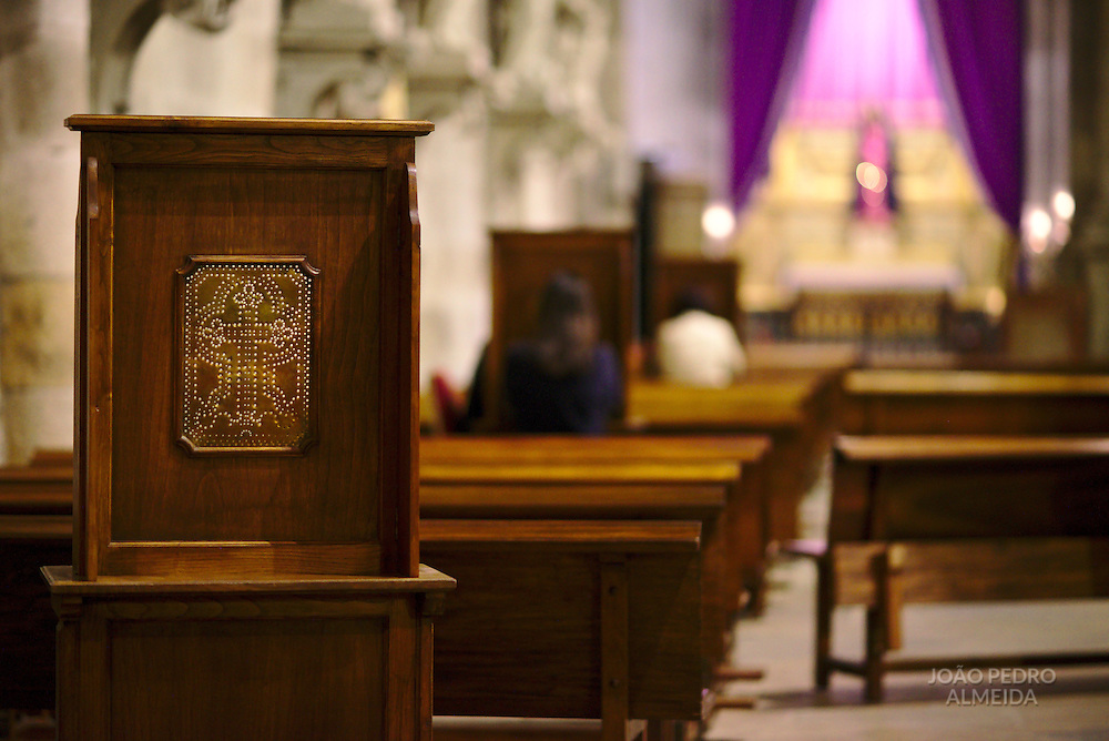 Confessions inside Braga's main cathedrial on Good Friday Morning