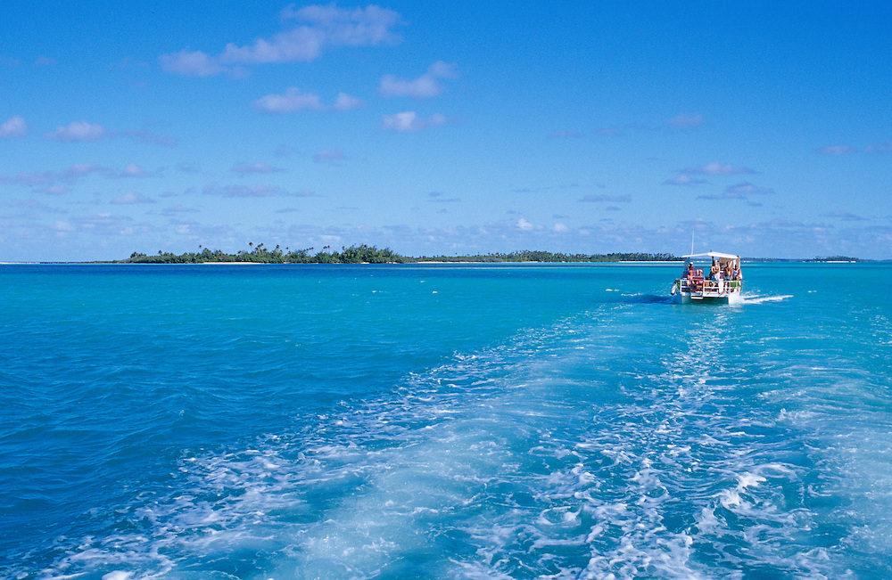 Cook Islands, K?ki '?irani, South Pacific Ocean, Aitutaki, One Foot Island, scenic view from tour boat on trip to One Foot Island