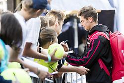 July 26, 2017 - Gstaad, Schweiz - 26.07.2016, Gstaad, Tennis, Swiss Open Gstaad 2017, Henri Laaksonen (SUI) gibt Autogramm  (Credit Image: © Pascal Muller/EQ Images via ZUMA Press)