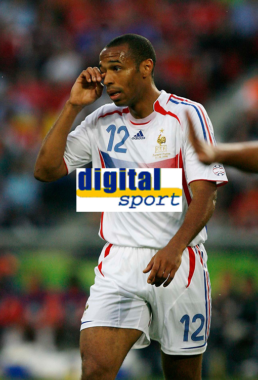 Photo: Glyn Thomas.<br />Spain v France. Round 2, FIFA World Cup 2006. 27/06/2006.<br /> France's Thierry Henry looks dejected.