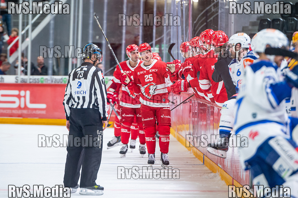 LAUSANNE, SWITZERLAND - OCTOBER 01: Cory Emmerton #25 of Lausanne HC celebrates his goal with teammates during the Swiss National League game between Lausanne HC and ZSC Lions at Vaudoise Arena on October 1, 2021 in Lausanne, Switzerland. (Photo by Monika Majer/RvS.Media)