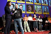 Stichting Het Vergeten Kind organiseert voor de vierde keer een prachtige première voor kwetsbare kinderen uit heel Nederland: 'Het Vergeten Kind Filmfestival'. De kinderen schitteren in een door henzelf gemaakt script met in elke film een gastrol van een ambassadeur of vriend van de stichting.<br /> <br /> Op de foto:  Juvat Westendorp in gesprek met Johnny de Mol