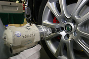 Mlada Boleslav/Tschechische Republik, Tschechien, CZE, 19.03.07: Mitarbeiter am Fertigungsband beim Montieren der Reifen eines Skoda Octavia in der Skoda Autofabrik in Mlada Boleslav. Der tschechische Autohersteller Skoda ist ein Tochterunternehmen der Volkswagen Gruppe.<br /> <br /> Mlada Boleslav/Czech Republic, CZE, 19.03.07: Detail of worker hand screwing a vehicle wheel on assembly line at Skoda car factory in Mlada Boleslav. Czech car producer Skoda Auto is subsidiary of the German Volkswagen Group (VAG).