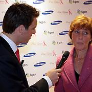 in gesprek met NLD/Haarlem/20081001 - Presentatie Pink Ribbon Ladyphone, Maarten Bouwhof in gesprek met Pink Ribbon directrice Ida van Belle