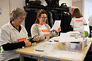 Prinses Beatrix zet zich in voor kinderen met een beperking tijdens NLdoet. Prinses Beatrix, Prins Bernhard en Prinses Annette hebben in Kinderdagcentrum Onder één Dak in Amersfoort geholpen met het maken van leer- en speelmaterialen en het lenteklaar maken van de tuin.<br /> <br /> Princess Beatrix is committed to children with disabilities during NLdoet. Princess Beatrix, Prince Bernhard and Princess Annette helped to create learning and play materials and make the garden ready for spring in the children's day center under one roof in Amersfoort.