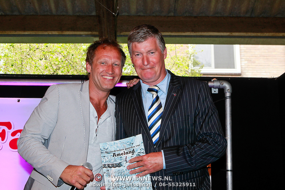 NLD/Amsterdam/20110605 - Premiere Penny's Shadow, Steven de Jong, burgemeester van Ameland Albert de Hoop