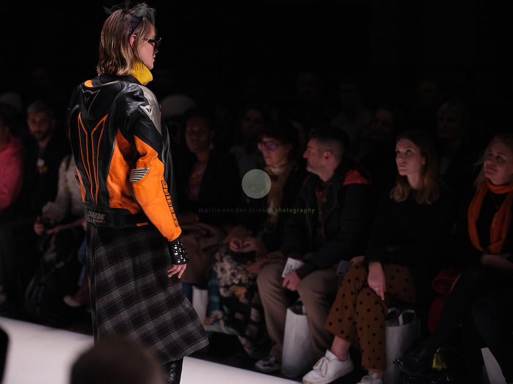 DEU, Deutschland, Berlin, 14.01.2020 /<br /> Fokus Funktion: Die Neonyt Fashion Show interpretiert High Fashion in einem Mix mit Performance-versierten Innovationsmaterialien hochaesthetisch kontemporaer und disruptiv. Back to nature – High Street Fashion meets Outdoor, unter diesem Motto hat die renommierte Stylistin Claudia Hofmann durchdachte Multi-Label-Looks zusammengestellt. Ein Maximum an universaler Performance – ein Minimum an negativem Impact, so sieht die Zukunft aus.