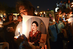 August 12, 2017 - Bangkok, Bangkok, Thailand - Thai people hold up pictures Thai Queens Sirikit and lights candle his celebrate of Queens Sirikit birthday in Bangkok, Thailand, 12 August 2017. (Credit Image: © Anusak Laowilas/Pacific Press via ZUMA Wire)