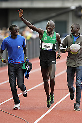 Olympic Trials Eugene 2012: mens' 5000 meters, Lopez Lomong take victory lap with lost brothers