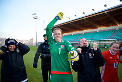 ZENICA, BOSNIA AND HERZEGOVINA - Tuesday, November 28, 2017: Wales' goalkeeper Laura O'Sullivan and coach Jon Horton celebrate the 1-0 victory over Bosnia and Herzegovina during the FIFA Women's World Cup 2019 Qualifying Round Group 1 match between Bosnia and Herzegovina and Wales at the FF BH Football Training Centre. (Pic by David Rawcliffe/Propaganda)