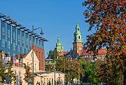 Hotel Sheraton w Krakowie i Katedra Wawelska.<br /> Sheraton Hotel in Krakow and Wawel Cathedral.