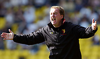 Fotball<br /> Foto: SBI/Digitalsport<br /> NORWAY ONLY<br /> <br /> Watford v Plymouth Argyle<br /> Coca-Cola Championship. 28/08/2004.<br /> <br /> Watford manager, Ray Lewington gets behind his side.