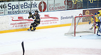 Ishockey , Get-Ligaen , <br /> 29.09.15<br /> Hamar OL- Amfi<br /> Storhamar   v  Stavanger Oilers<br /> Foto : Dagfinn Limoseth , Digitalsport<br /> Rudolfs Balcers , Stavanger Oilers setter pucken bak Oskar Östlund , Storhamar
