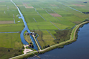 Nederland, Gelderland, Gemeente Nijkerk, 06-09-2010; polder Arkemheen met Wielse sluis, uitwaterende sluis. Het stoomgemaal Hertog Reijnout is nu museum en bezoekerscentrum..Polder Arkemheen with Wiele sluice. The Duke Reijnout steam pumping station is now a museum and visitor center..luchtfoto (toeslag), aerial photo (additional fee required).foto/photo Siebe Swart