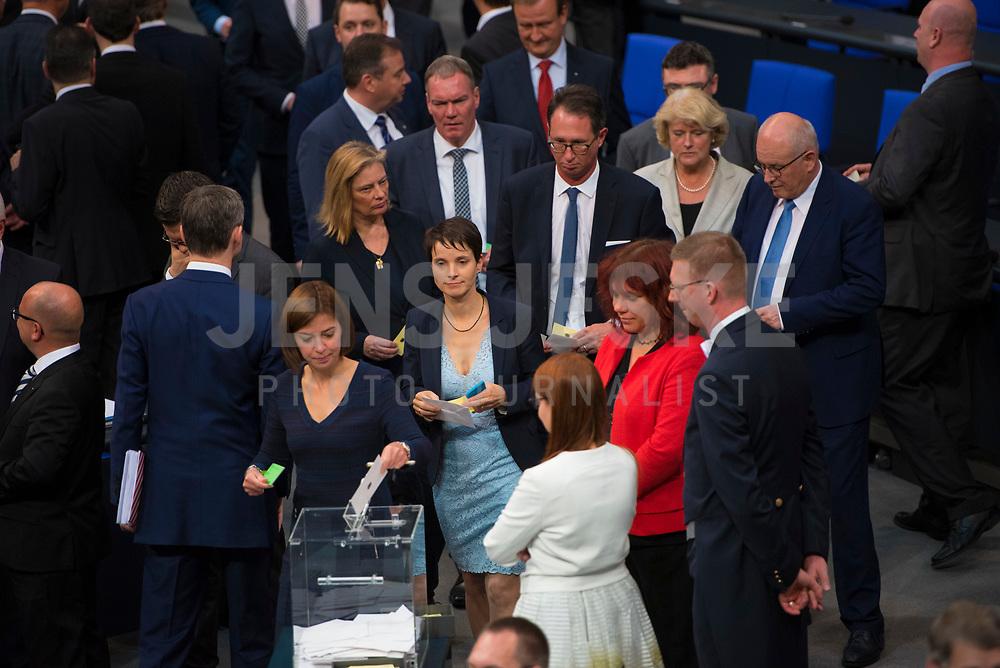 DEU, Deutschland, Germany, Berlin, 24.10.2017: Dr. Frauke Petry (fraktionslos) bei der konstituierenden Sitzung des 19. Deutschen Bundestags mit Wahl des Bundestagspräsidenten.