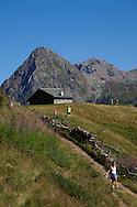 Valmalenco, turisti sull' Alpe dell'Oro